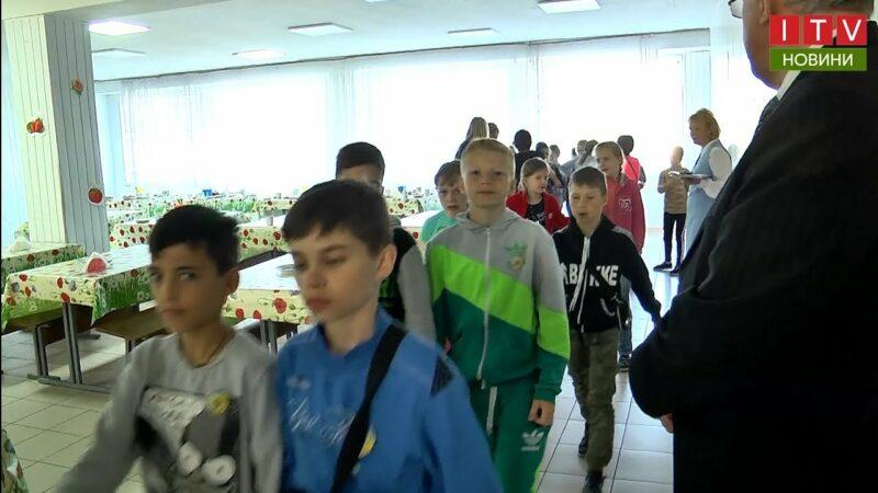 Чим харчуються діти у шкільних їдальнях Приірпіння? - youtube