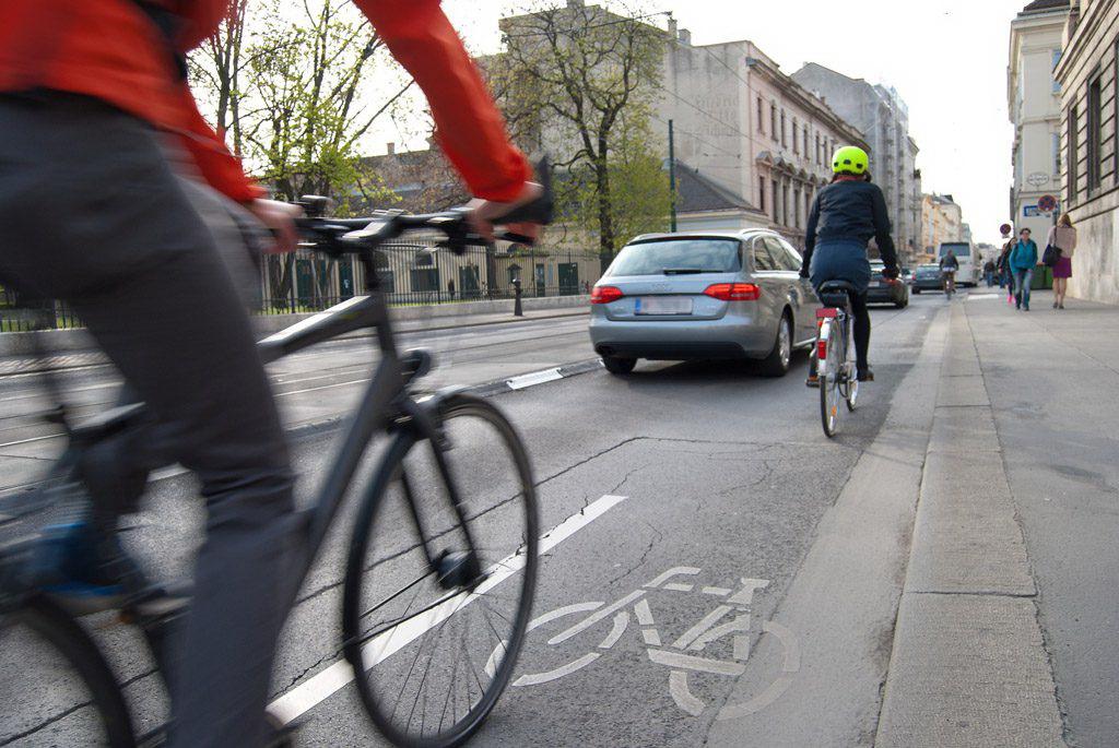 cyclists-1750975_1920-2-1024x685